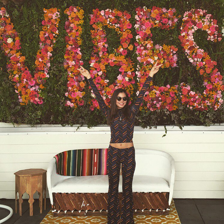 VIBES fresh flower wall